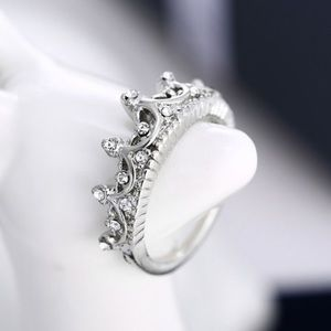 Jewelry - Silver crown ring